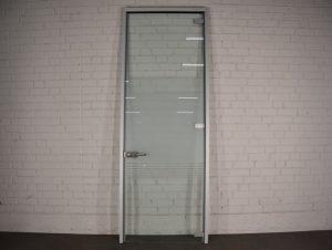 Porte d'entrée en vitrage plein