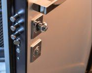 Porte blindée sécurisée avec serrure anti degondage