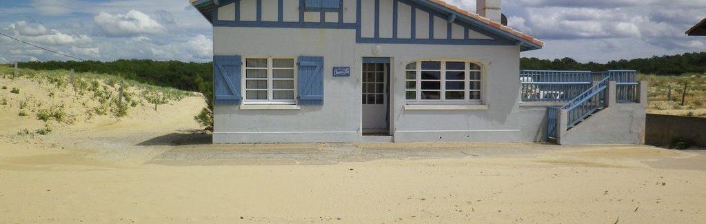 Des portes adaptées aux maisons au bord de la mer