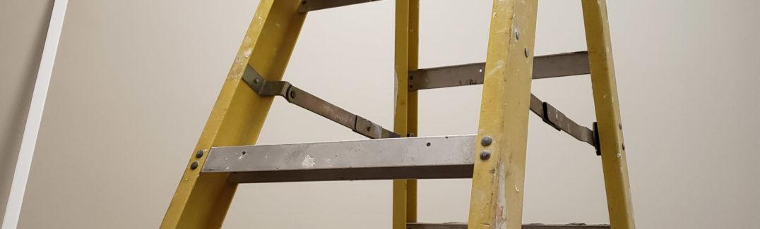 Travaux et déco : opter pour un escabeau en bois